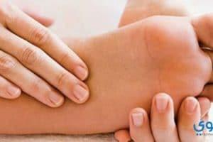 أسباب تنميل القدمين وطرق العلاج