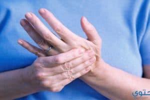 أسباب وأعراض تنميل اليدين وطرق علاجها