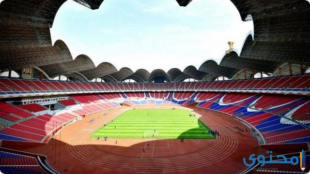 أكبر ملعب كرة قدم