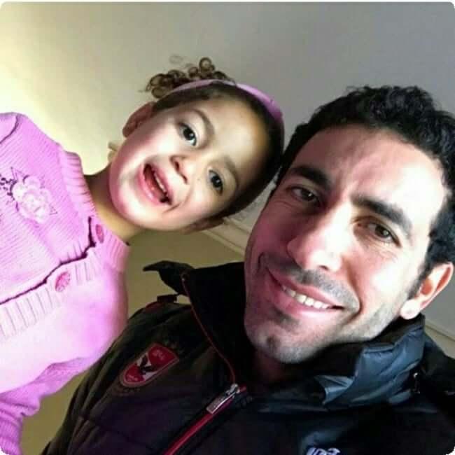 صور محمد ابوتريكة مع اولادة