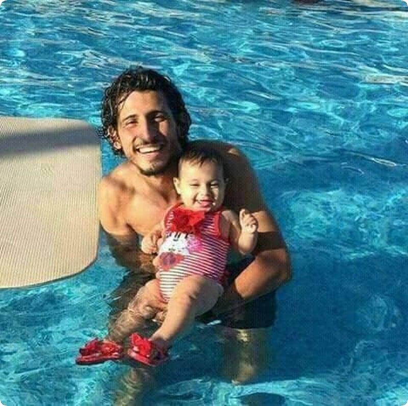 احمد حجازي وابنه