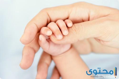 اسباب حدوث برودة اليدين والقدمين عند الرضع