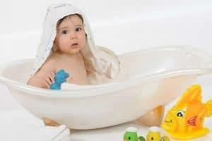 طريقة الإعتناء بالرضيع حديث الولادة