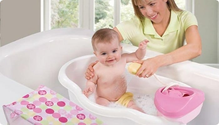 طريقة الاستحمام لطفلك الرضيع