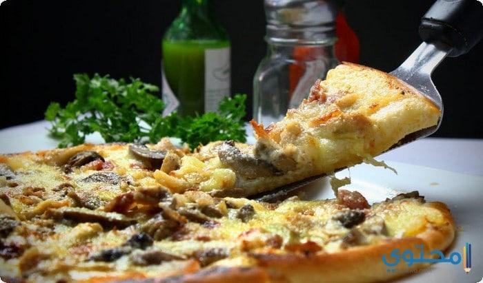 طريقة عمل البيتزا فى البيت بالفراخ