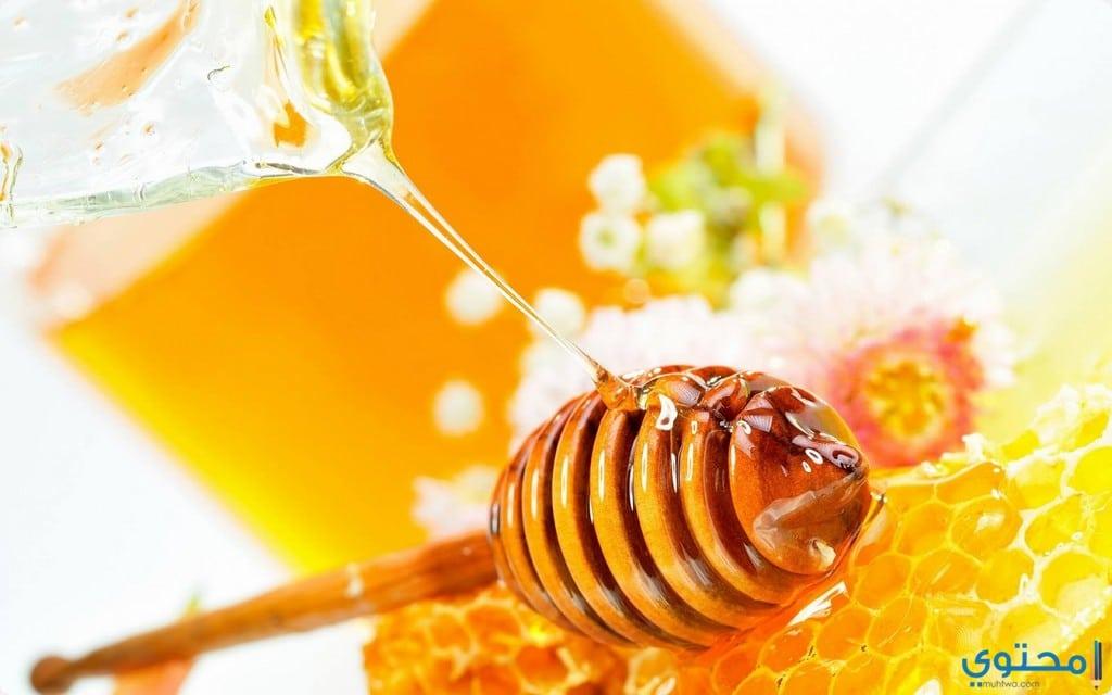 عسل النحل لتنعيم القدمين