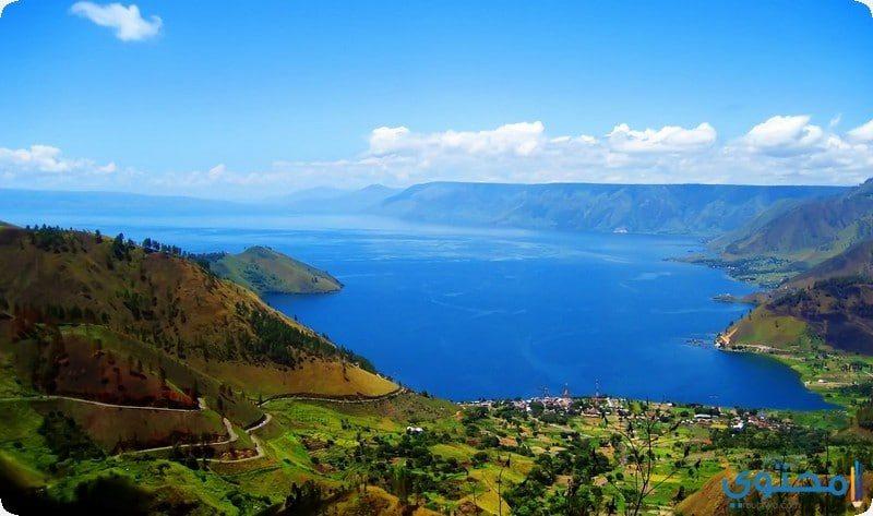 بحيرة توبا الاندونيسية