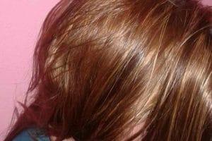 طريقة تلوين الشعر بالحنة