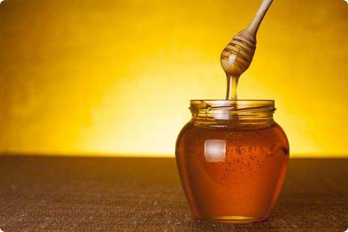 خلطة العسل مع مزيج الزيوت