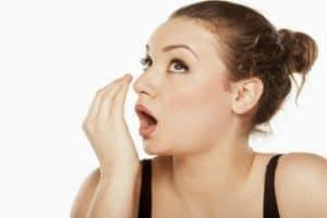 طرق التخلص من رائحة الفم الكريهة