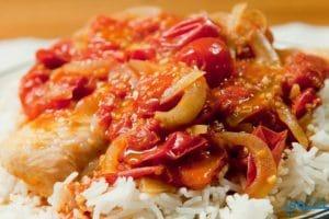 طريقة عمل صينية السمك بالصلصة والأرز