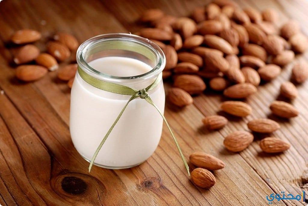 خليط الحليب واللوز للشفاه