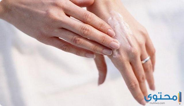 وصفة الحلبة وزيت اللوز لإخفاء عروق اليدين