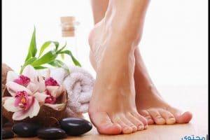 كيف يمكن علاج تشققات القدمين بالطرق الطبيعية