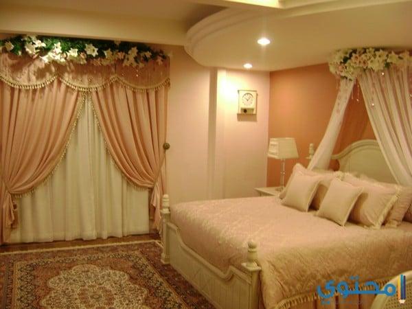 غرف نوم عرسان بطابع رومانسي