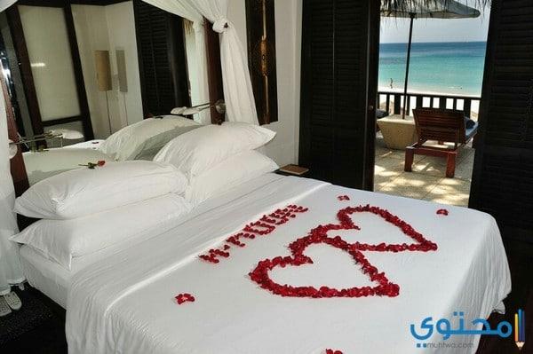 غرف نوم للعرسان بطابع رومانسي