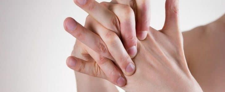 أضرار فرقعة الأصابع والرقبة