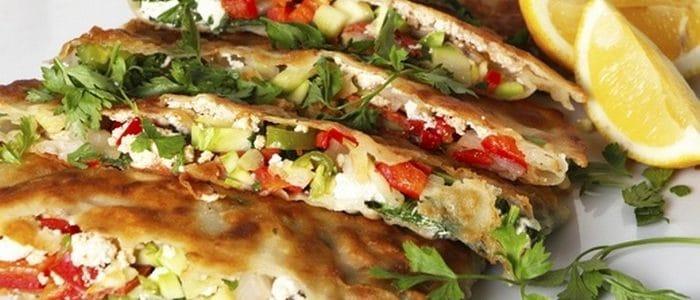 طريقة عمل فطائر تركية باللحم وبالجبنة