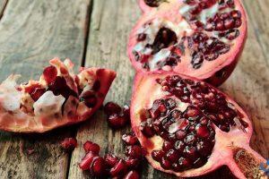 فوائد قشر الرمان وقيمته الغذائية وأهميته للبشرة
