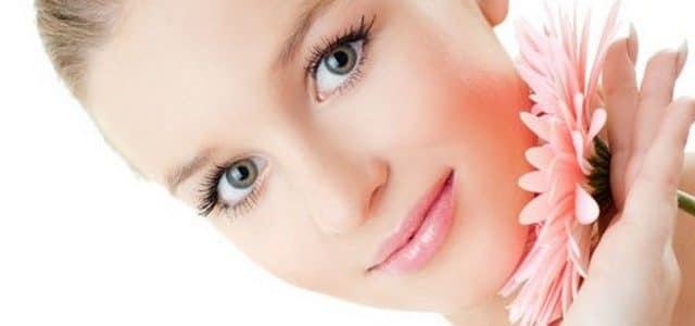 ثلاث طرق لتنظيف الوجه (البشرة الجافة)