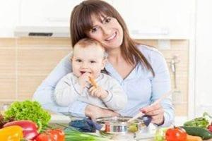 أطعمة مفيدة بعد الولادة للام