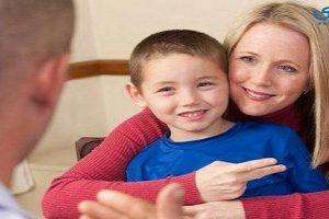 كيف يمكن أن يتعامل الوالدين مع طفلهم الأصم