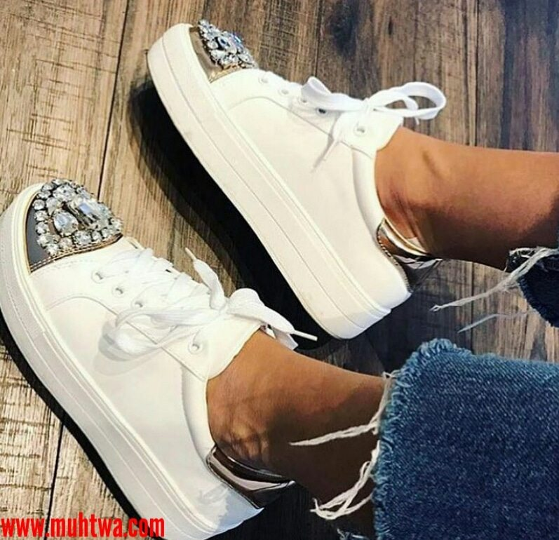 أحذية نسائية حديثة