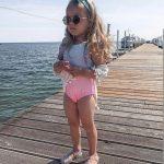 ملابس اطفال بنات على البحر