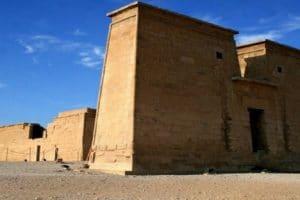 صور ومعلومات عن معبد بيت الوالي
