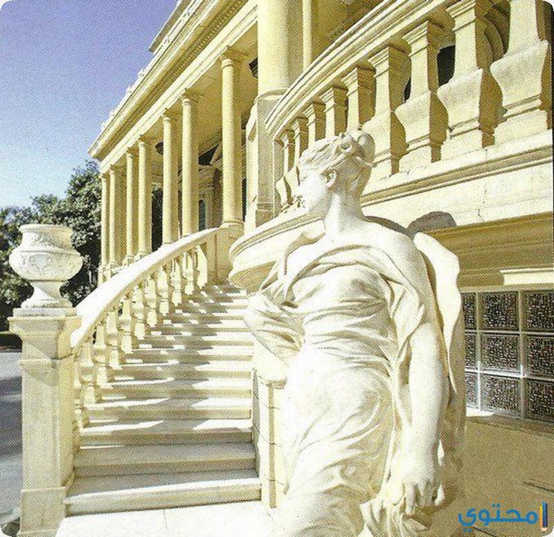 من امام قصر الطاهرة