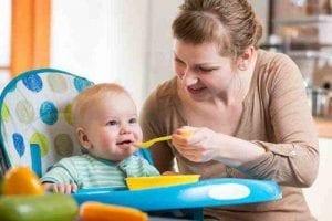 أكل الطفل في الشهر الثامن (وجبات الاطفال)
