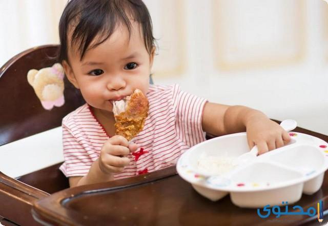 من عمر كم يأكل الطفل الدجاج