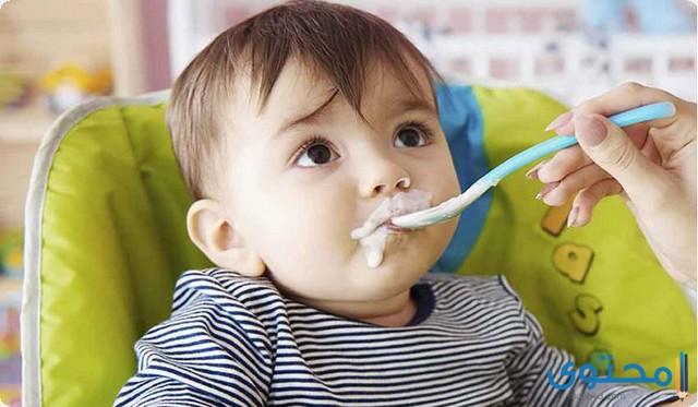 من عمر كم يأكل الطفل الزبادي