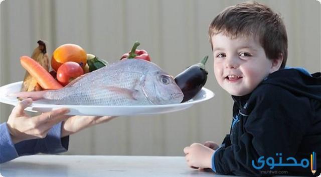 من عمر كم يأكل الطفل السمك