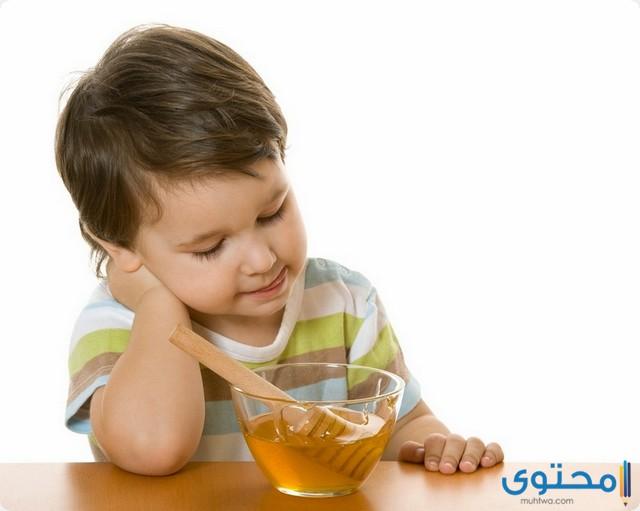 من عمر كم ياكل الطفل العسل