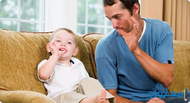 من عمر كم يتكلم الطفل