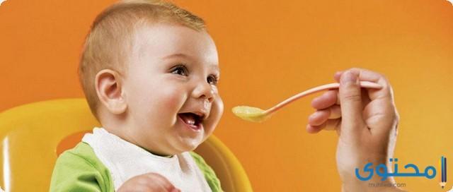 من عمر يأكل الطفل السيريلاك