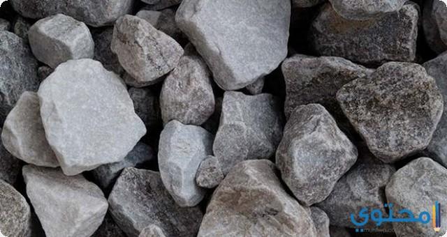 الحجارة في المنام