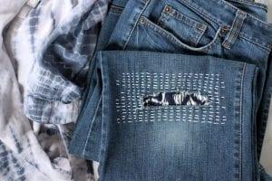 بالصور طريقة تصليح بنطلون جينز في المنزل