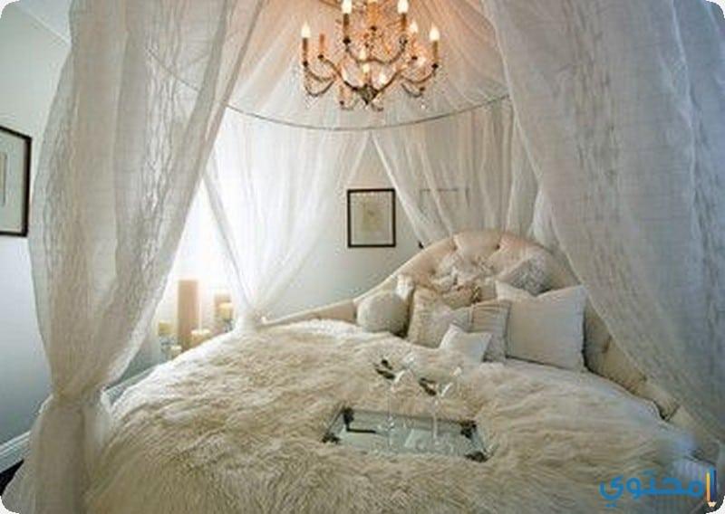 غرفة نوم باللون الابيض